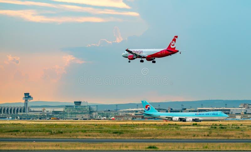 FRANKFURT, NIEMCY: CZERWIEC 23, 2017: Aerobus A320 Air Berlin był Ger zdjęcia stock
