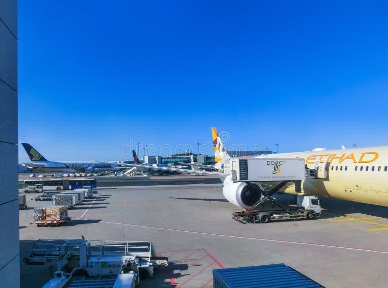 Frankfurt Niemcy, Kwiecień, - 28, 2018: Samolot przy Frankfurt lotniskiem międzynarodowym zdjęcia stock
