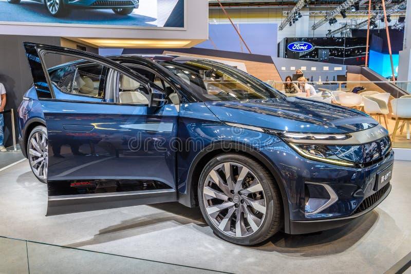 FRANKFURT, NIEMCY - WRZESIEŃ 2019 R.: niebieski BYTON M-BYTE chiński samochód SUV, IAA International Motor Show Auto Exhibbbing obraz stock