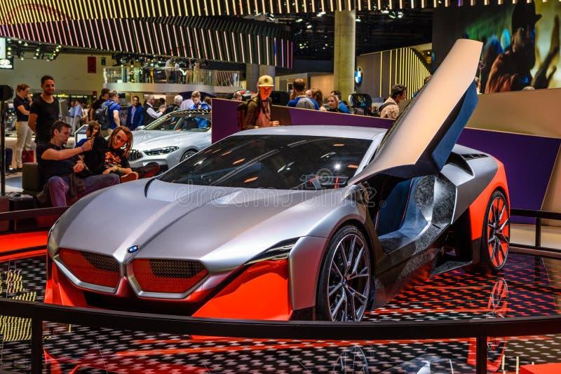 FRANKFURT, NIEMCY - WRZESIEŃ 2019 R.: srebrny czerwony samochód z napędem elektrycznym BMW M NEXT VISION, IAA International Motor zdjęcia stock