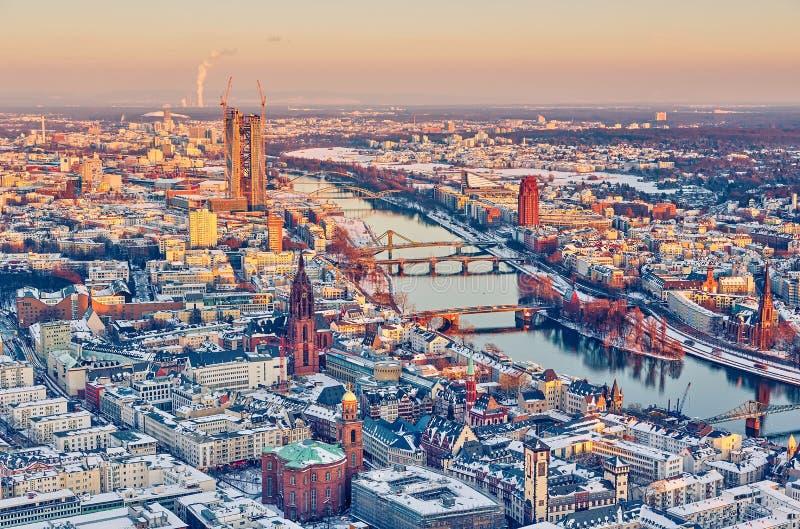 Frankfurt på solnedgången arkivbilder