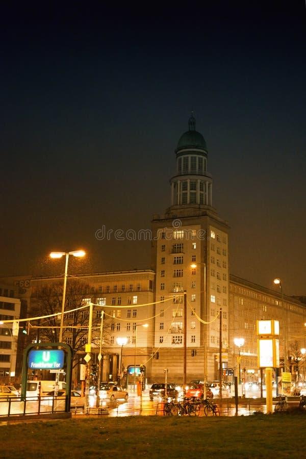 Frankfurt port på natten royaltyfri bild
