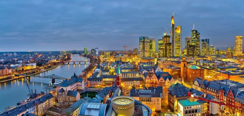 Frankfurt przy nocą zdjęcia stock