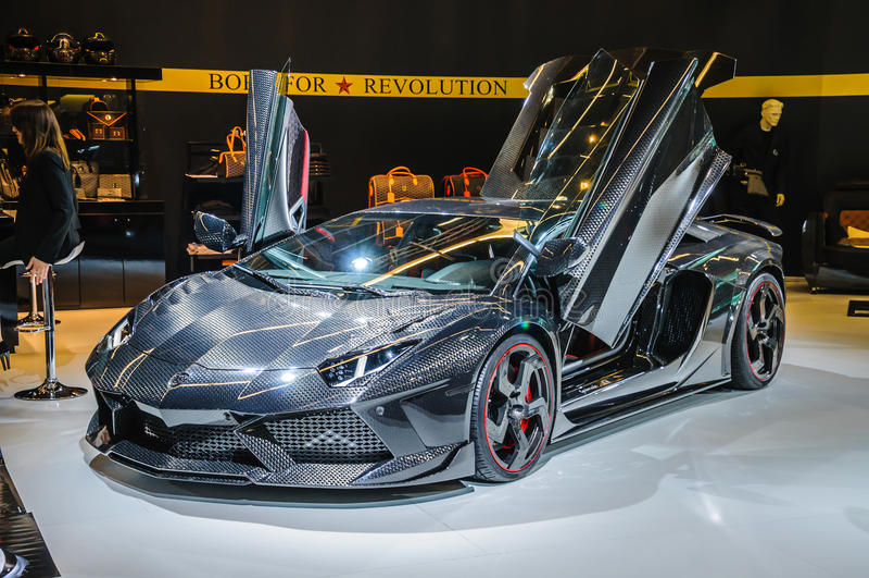 FRANKFURT - SEPT 21: Lamborghini Aventador Carbonado vid Mansory royaltyfri foto