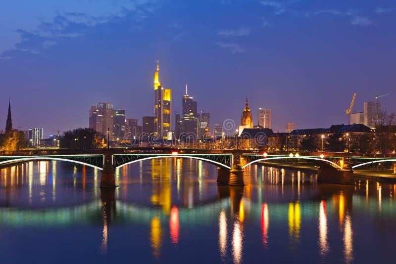 frankfurt strömförsörjning arkivbild