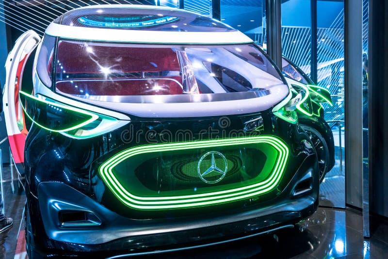 FRANKFURT, TYSKLAND - SEPTEMBER, 2019: Mercedes-Benz Future Vision URBANETIC autonom i Frankfurt-IAA-bilmotorshow royaltyfria bilder