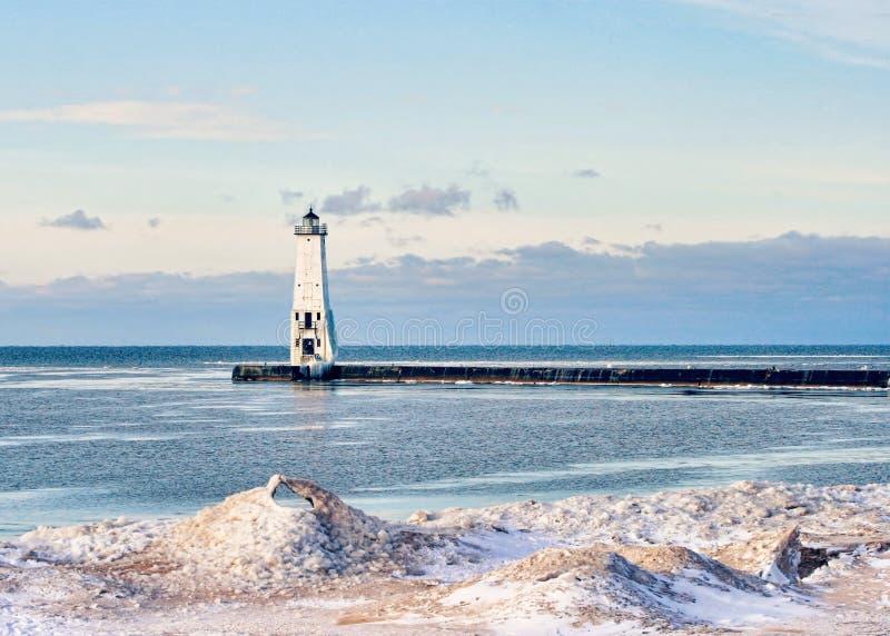 Frankfurter worstje, de Vuurtoren van Michigan in de Winter stock fotografie