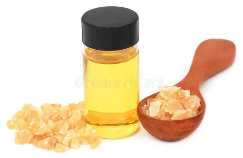 Frankincense dhoop με το ουσιαστικό πετρέλαιο στοκ φωτογραφία