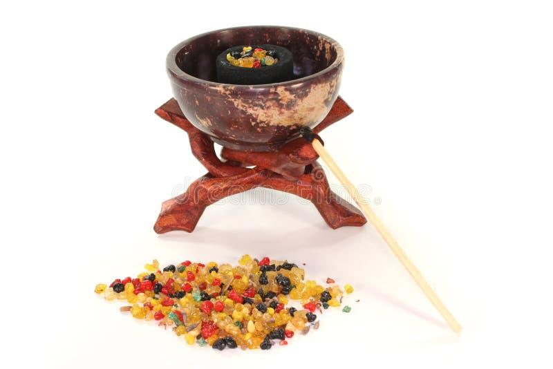 Frankincense variopinto con il censer di incenso immagini stock