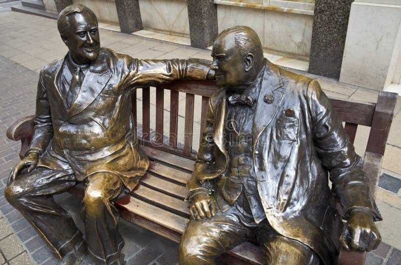 Franklin D. Roosevelt et Winston Churchill Statue i photos stock