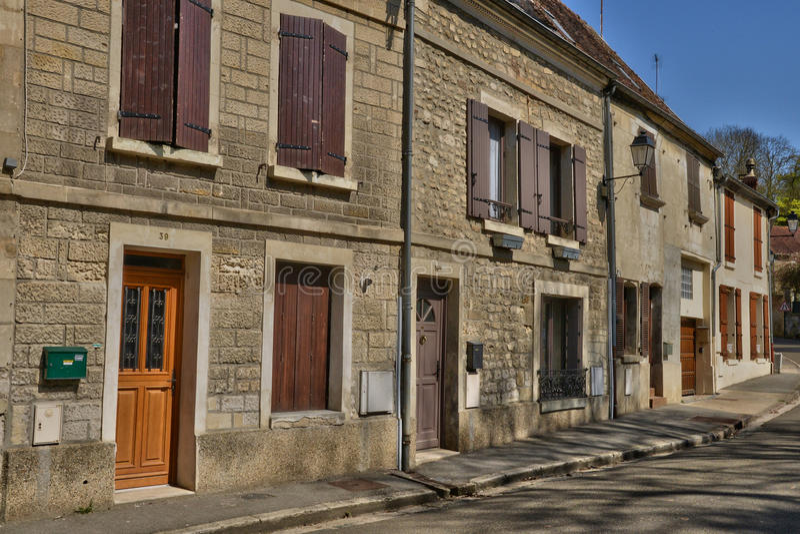 Frankreich, das malerische Dorf von Holzkohlen stockbilder