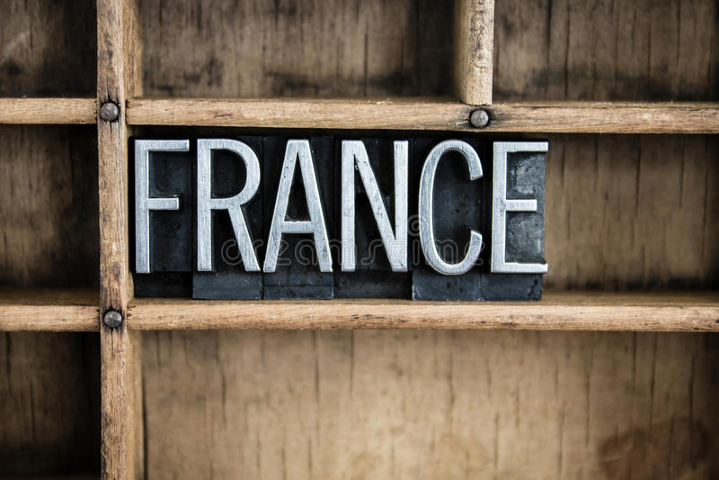 Frankreich-Konzept-Metallbriefbeschwerer-Wort im Fach lizenzfreie stockfotos