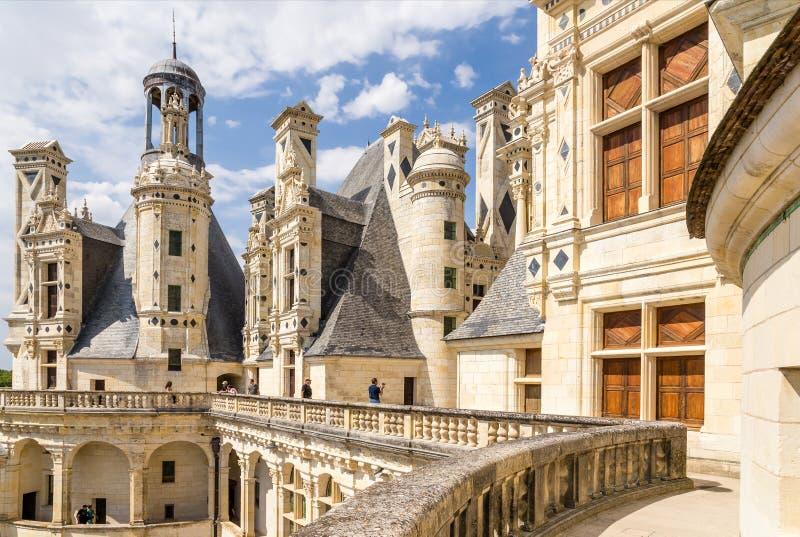 frankreich Terrasse und verzierte Kamine an der Spitze des Chateaus de Chambord, 1519 - 1547 Jahre stockfotos