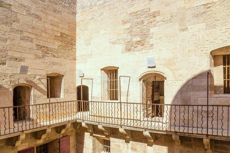 frankrijk De gevangeniswerf en de naambordengevangenen bij de ingang aan de kamer Chateau d'If royalty-vrije stock foto