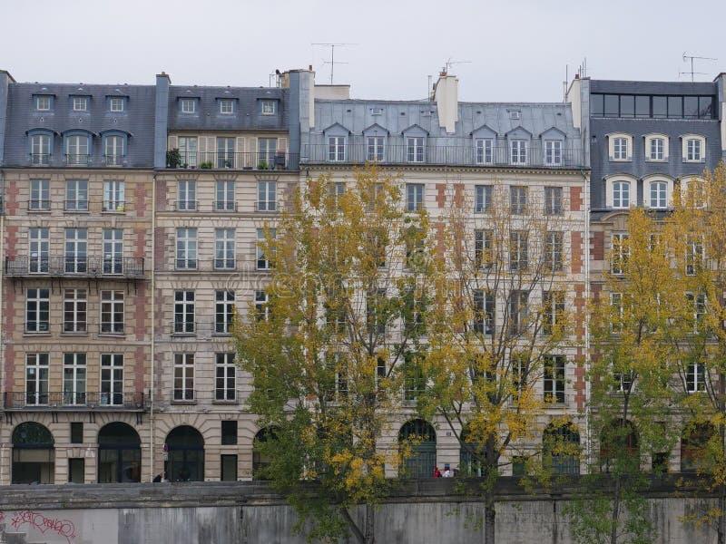 frankrijk parijs De herfst huizen royalty-vrije stock foto
