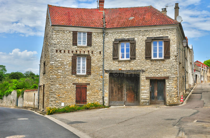 Frankrike den pittoreska byn av det Fontenay helgonet Pere arkivfoto