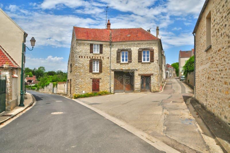 Frankrike den pittoreska byn av det Fontenay helgonet Pere i les Yv arkivbilder