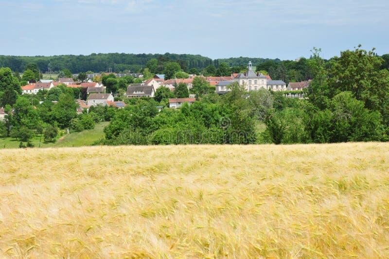 Frankrike den pittoreska byn av det Fontenay helgonet Pere i les Yv royaltyfria bilder