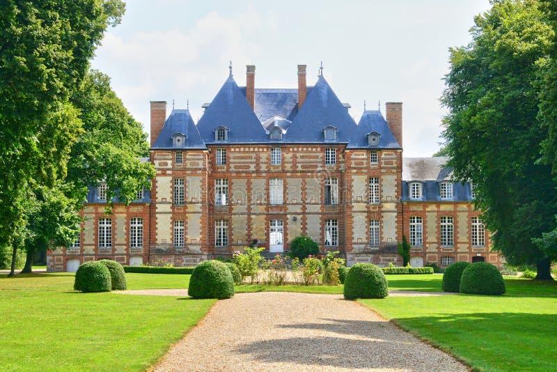 Frankrike den pittoreska slotten av Fleury la Foret royaltyfri foto