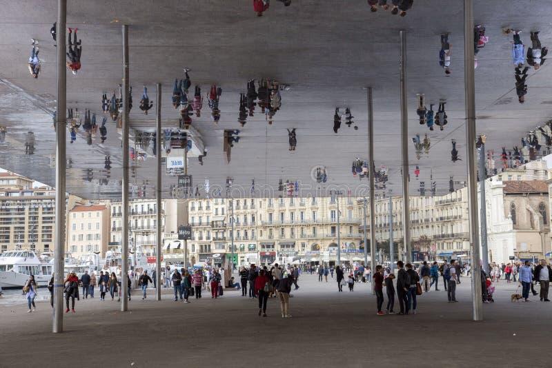 Frankrike, Marseille, den gamla porten och Norman Foster installation fotografering för bildbyråer