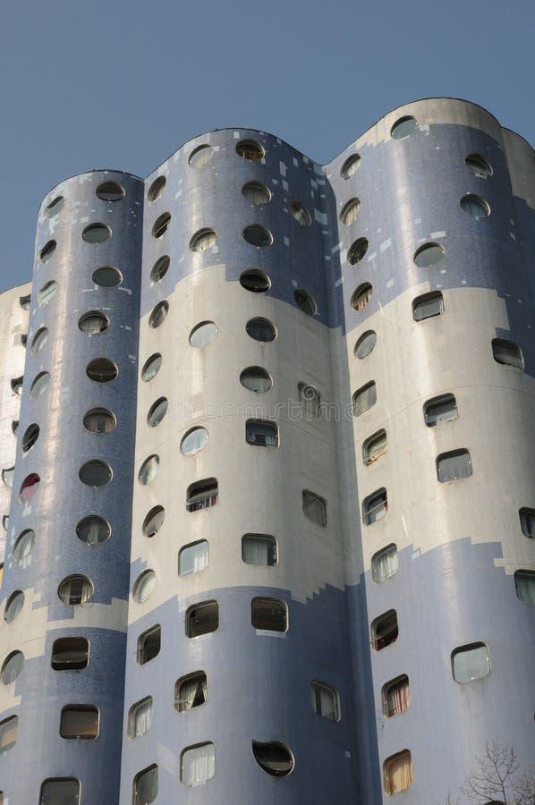 Frankrike modern byggnad i det Pablo Picasso området av Nanterr royaltyfri bild