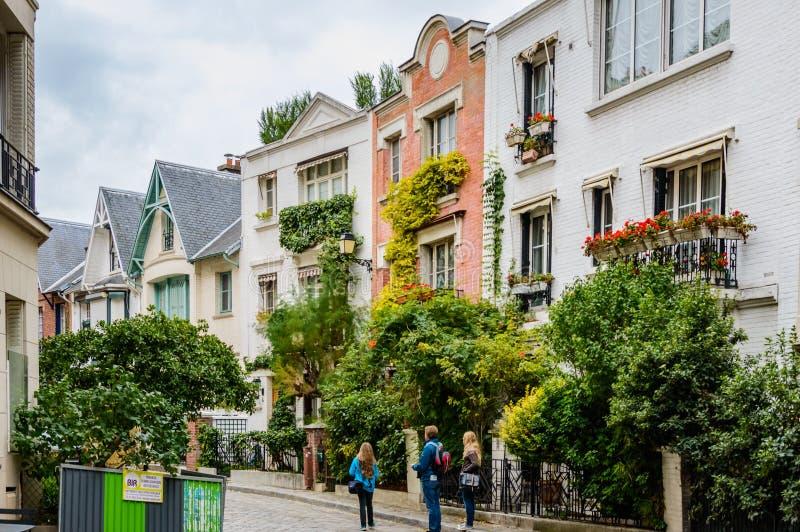 Frankrike Paris, Oktober 6, 2014: Paris bostads- byggnader Gammal Paris arkitektur, härlig fasad, typiska franska hus på arkivbilder