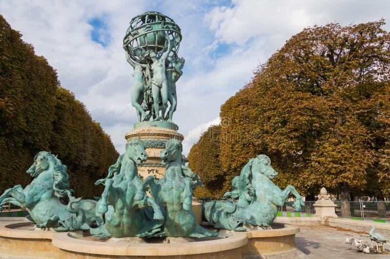 Frankrike Paris, Oktober, 03, 2014: Luxembourg trädgård i Paris, Fontaine de Observatoir arkivbild