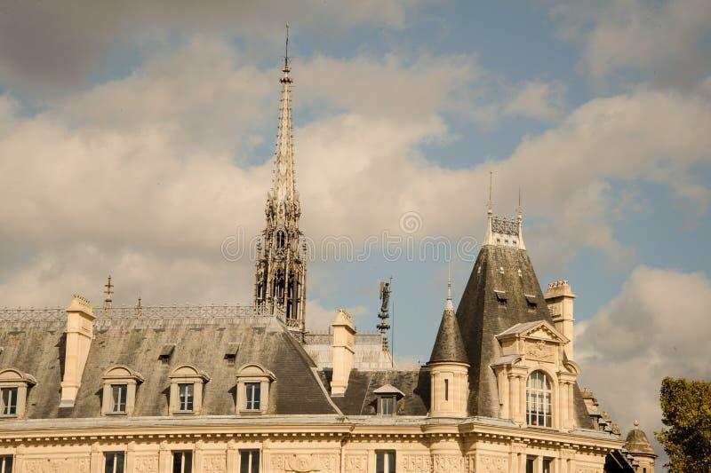FRANKRIKE PARIS - OKTOBER 20, 2017: Notre Dame de Paris domkyrka i höstdagen royaltyfri foto