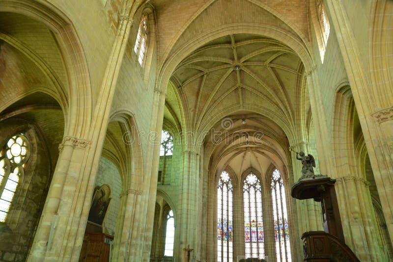 Frankrike pittoresk kyrka av Chambly i Picardie royaltyfria foton