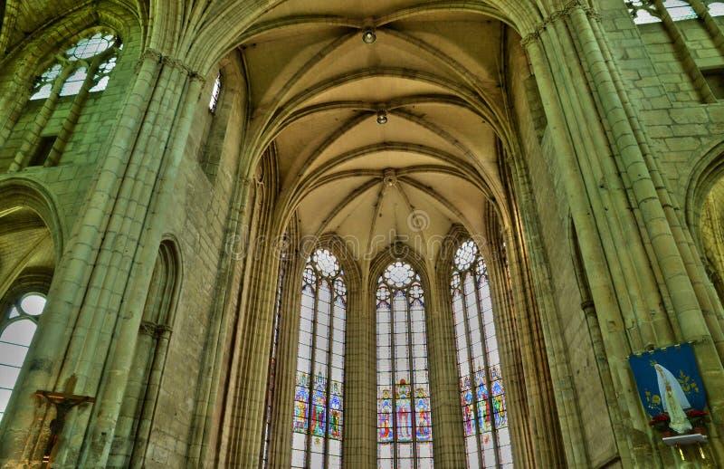 Frankrike pittoresk kyrka av Chambly i Picardie fotografering för bildbyråer