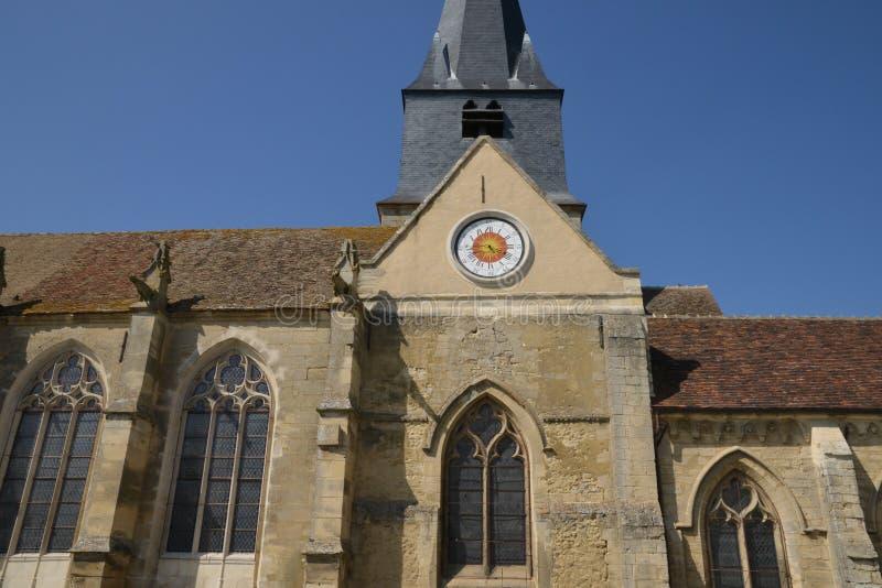 Frankrike pittoresk kyrka av Parnes i Picardie arkivfoton