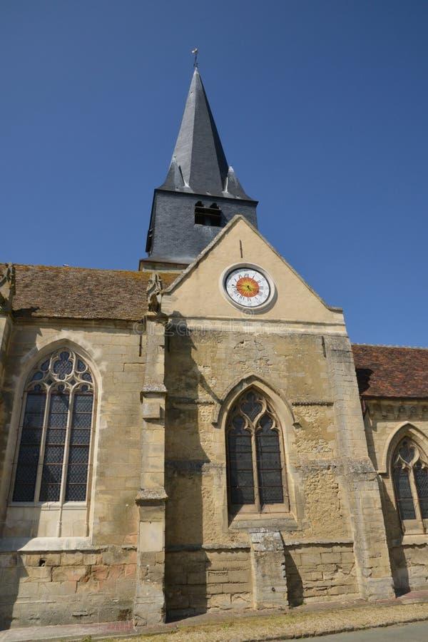 Frankrike pittoresk kyrka av Parnes i Picardie royaltyfri fotografi