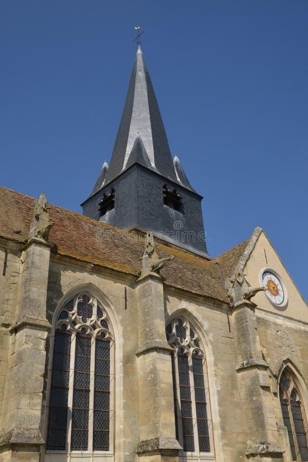 Frankrike pittoresk kyrka av Parnes i Picardie royaltyfri foto