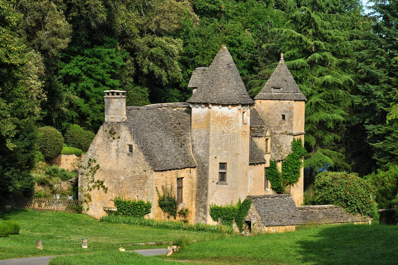 Frankrike pittoresk slott av Cipières i helgonet Crepin royaltyfri foto