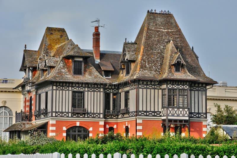 Frankrike pittoresk stad av Deauville i Normandie arkivbilder