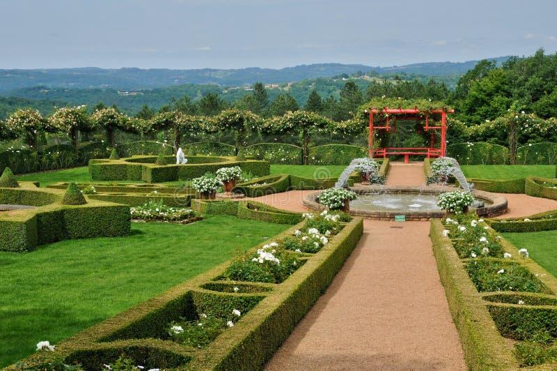 Frankrike pittoreska Jardins du Manoir D Eyrignac i Dordogne royaltyfri bild