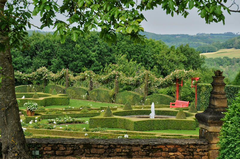 Frankrike pittoreska Jardins du Manoir D Eyrignac i Dordogne royaltyfria bilder