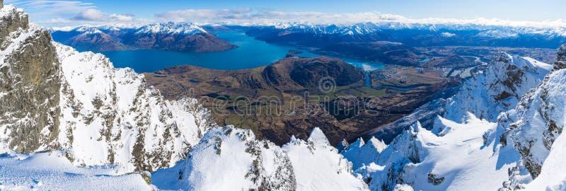 Frankton和湖WakatipuQueenstown,新西兰鸟瞰图  免版税库存照片