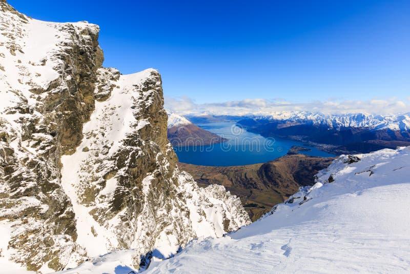 Frankton和湖WakatipuQueenstown,新西兰鸟瞰图  免版税库存图片