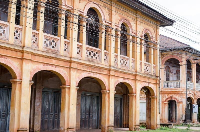 Frans architectuur gemengd Vietnam stock afbeelding