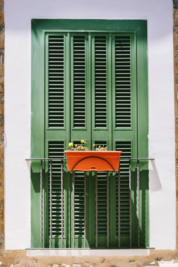 Frans balkon met gesloten venster royalty-vrije stock fotografie