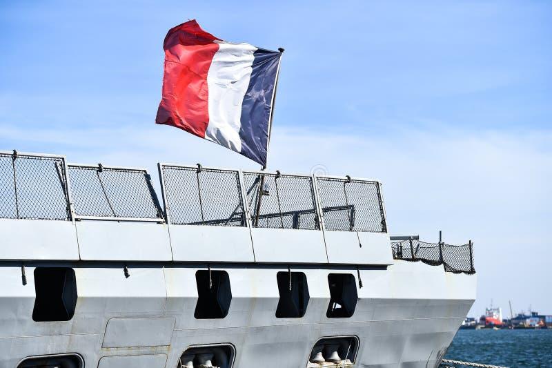 Frans fregat in een haven royalty-vrije stock afbeelding