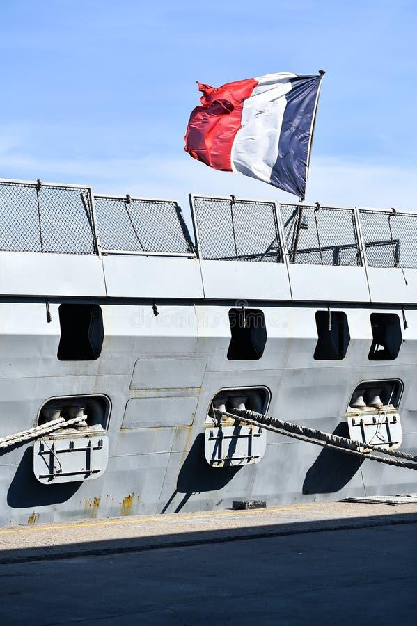 Frans fregat in een haven stock afbeelding