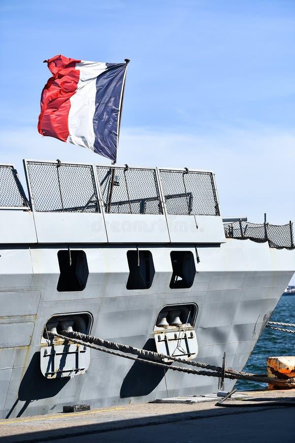 Frans fregat in een haven royalty-vrije stock afbeeldingen