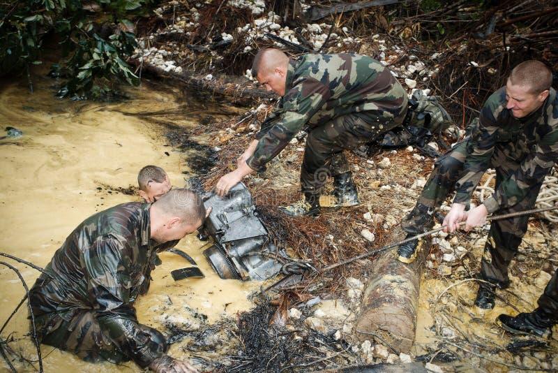 Frans-Guyana, - circa, 2011 Legionair-infanteristen tijdens de verrichting Orpailleur stock afbeelding