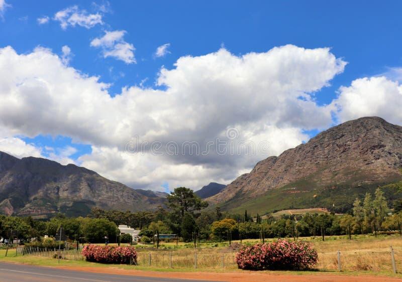 Franschhoek is een comfortabele kleine stad in de wijndistrict van Zuid-Afrika royalty-vrije stock afbeeldingen