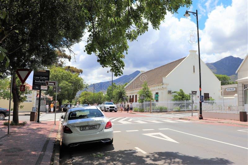 Franschhoek is een comfortabele kleine stad in de wijndistrict van Zuid-Afrika stock foto's
