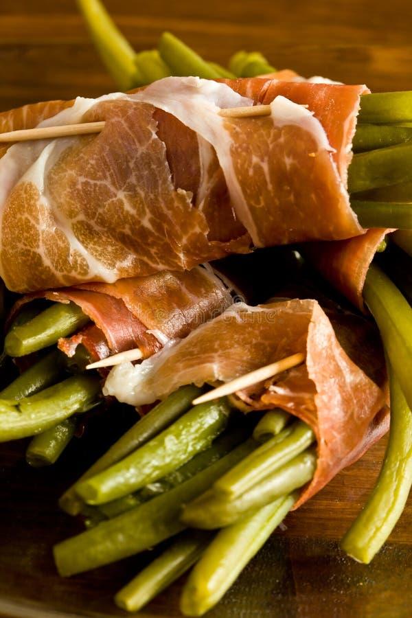 Franse bonen met Parma ham royalty-vrije stock afbeelding