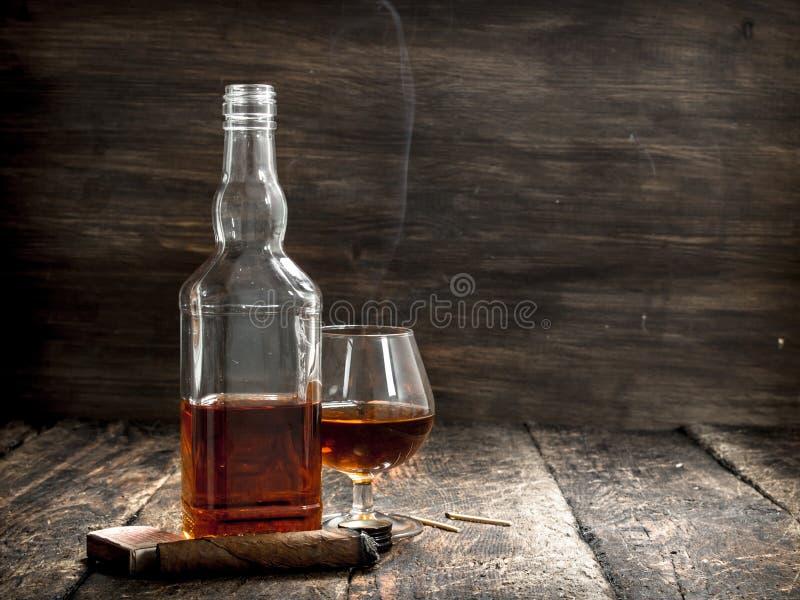 Franse cognac met een sigaar stock foto