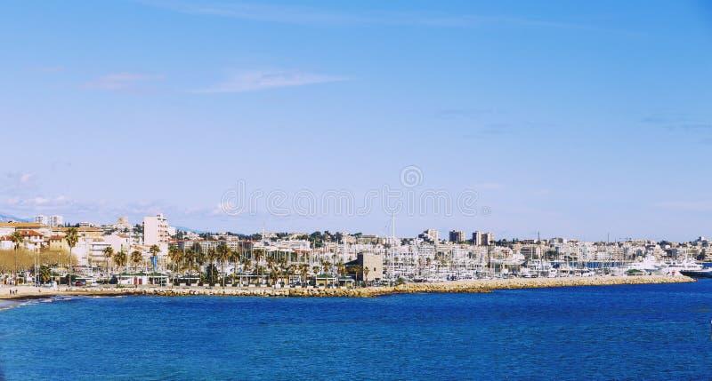 Franse de kuststad van Riviera ` s van Golfe Juan en zijn haven stock afbeelding